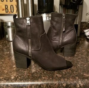 New Lucky brand peep toe booties 9.5